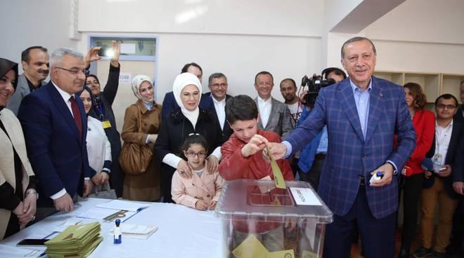 La Turchia vota la riforma costituzionale voluta da Erdogan