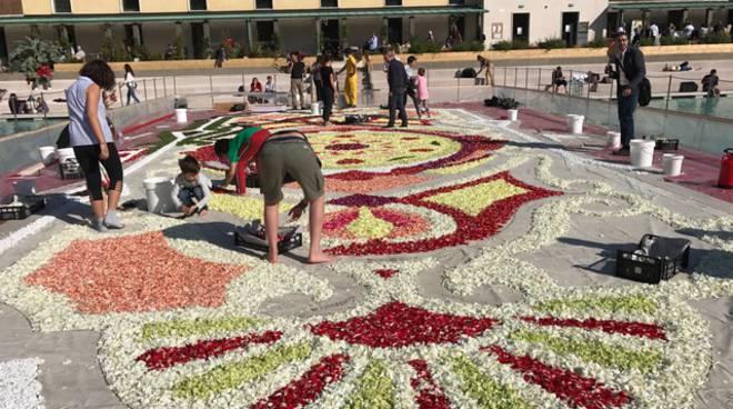 I fiori di Sanremo all'infiorata di Milano