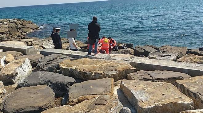riviera24 - Uomo in mare a Sanremo