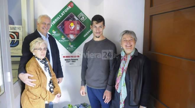 Donato da Giuseppina Granero un defibrillatore agli Istituti Scolastici delle ex Caserme Revelli