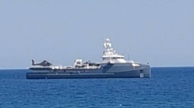 Yacht Con Elicottero Prezzo : Da montecarlo a laigueglia e imperia ecco quot oscar fox