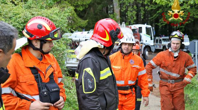 riviera24 - Esercitazione di pompieri e volontari a Imperia