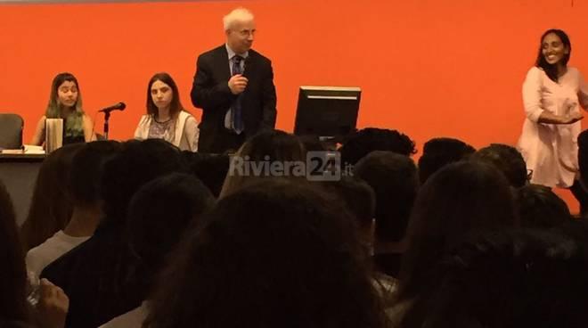 riviera24 - Hafez Haidar all'istituto Ruffini di Imperia