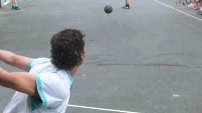 riviera24 - Pontedassio, torna il pallonetto in piazza a Villa Viani