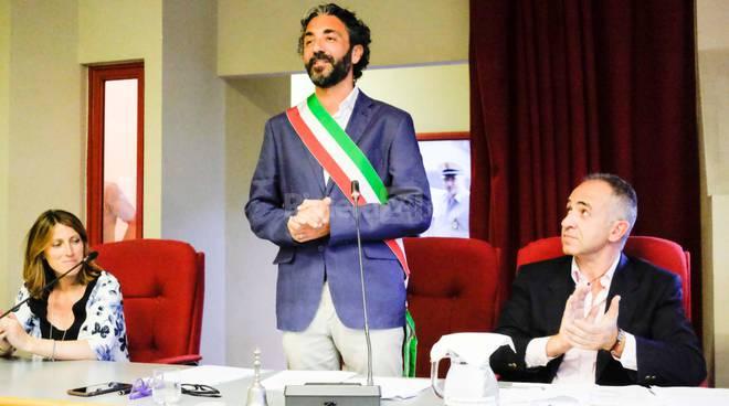 E' il giorno dell'insediamento di Mario Conio, il giuramento nel primo consiglio comunale