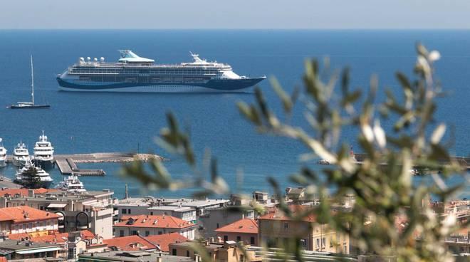 """riviera24 - A Sanremo fa scalo la """"Tui Discovery"""" nave crociera"""