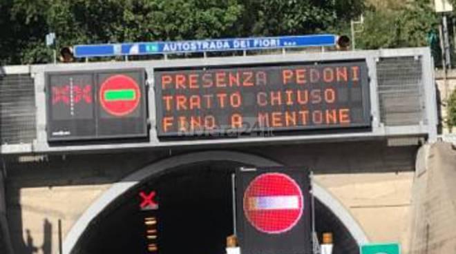 riviera24 - presenza pedoni autostrada