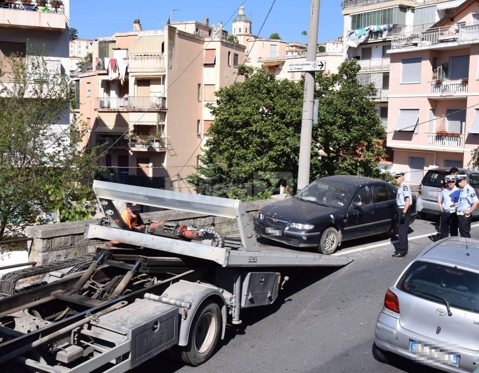 riviera24 - Sanremo, rimozione auto via Borea