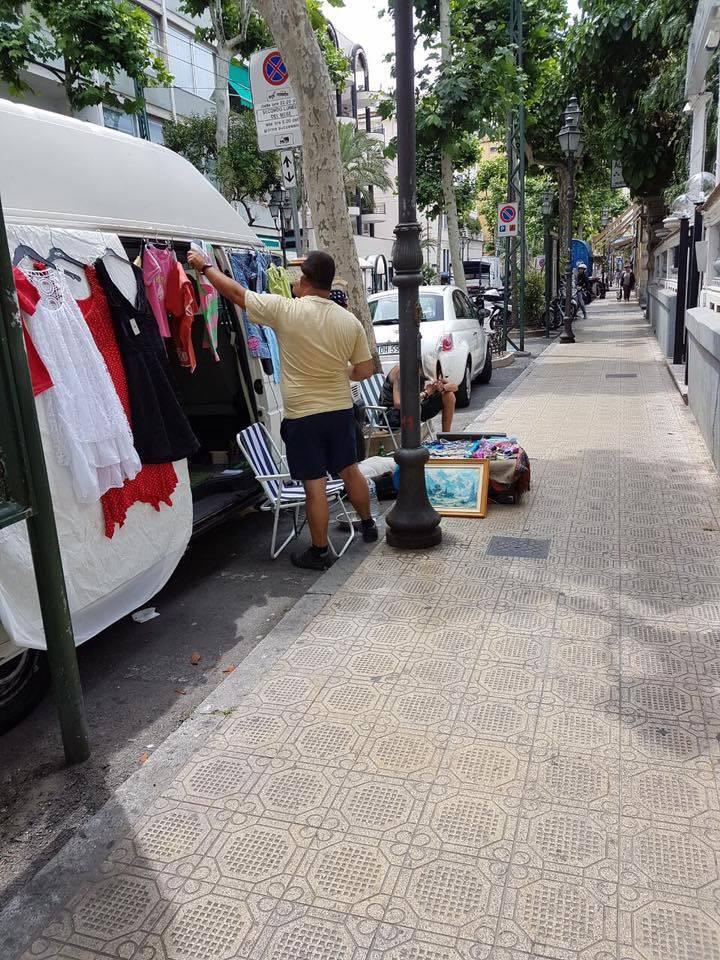 Sanremo venditori abusivi in corso Garibaldi