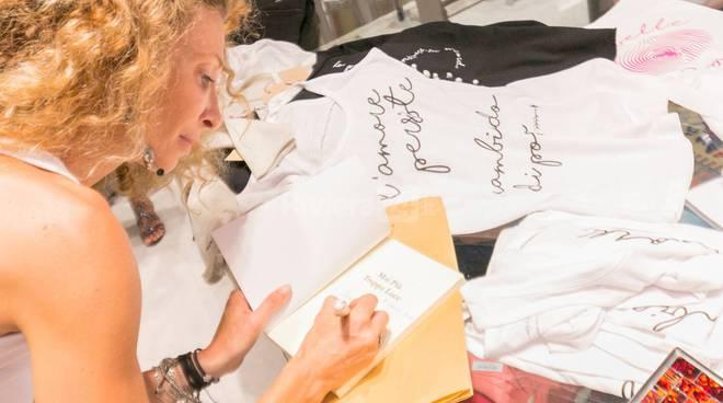 """""""PoesiAddosso"""", la collezione moda della poetessa bordigotta Vittoria Guglielmi"""