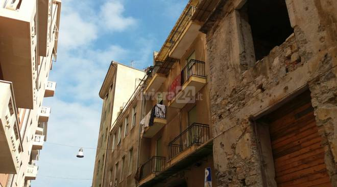riviera24 - Imperia, cade dal terrazzo: bambino di due anni e mezzo grave in elicottero al Gaslini