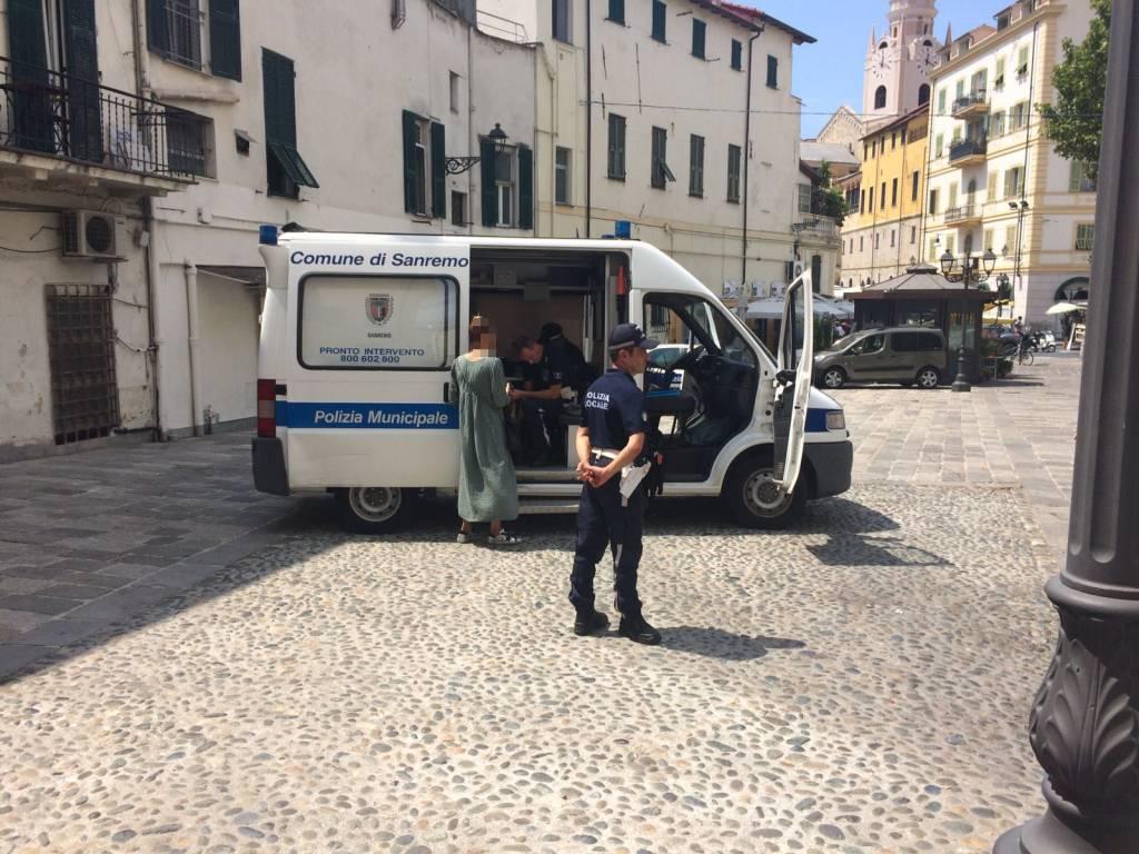 Sanremo, polizia, sequestro articoli contraffatti