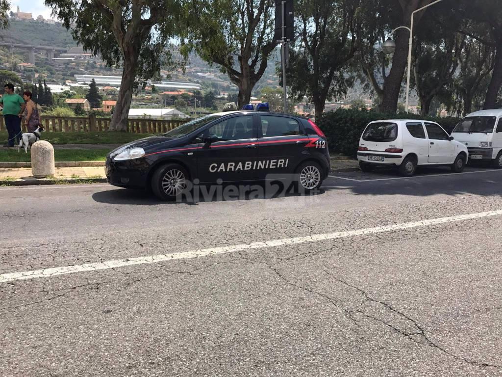 Taggia, l'intervento dell'ambulanza e dei carabinieri