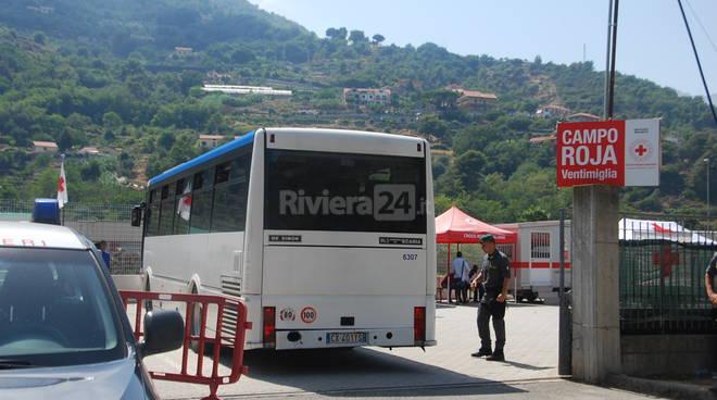 Famiglie migranti trasferite al Parco Roja