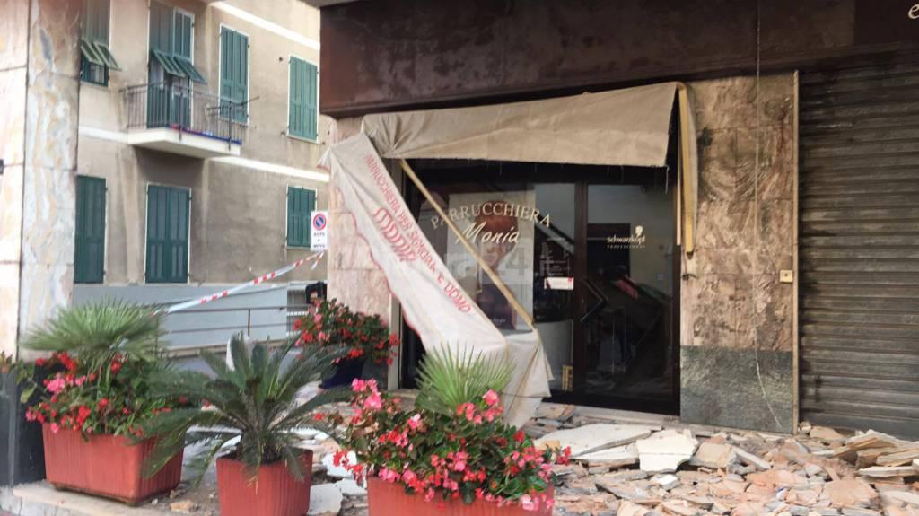 Bordighera crolla il terrazzo di una palazzina sulla via - Pinelli una finestra sulla strage ...