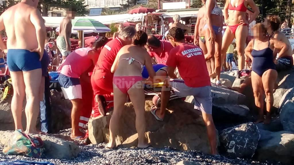 Soccorsi in spiaggia a Bordighera