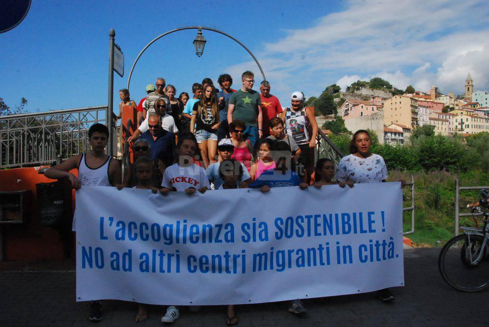 Ventimiglia i cittadini scendono in piazza