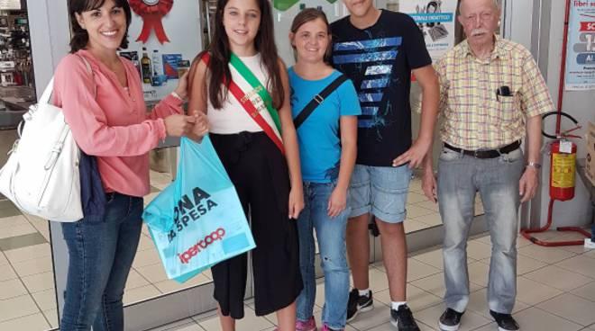 """riviera24  """"Dona la spesa - una mano per la scuola"""" a Imperia"""