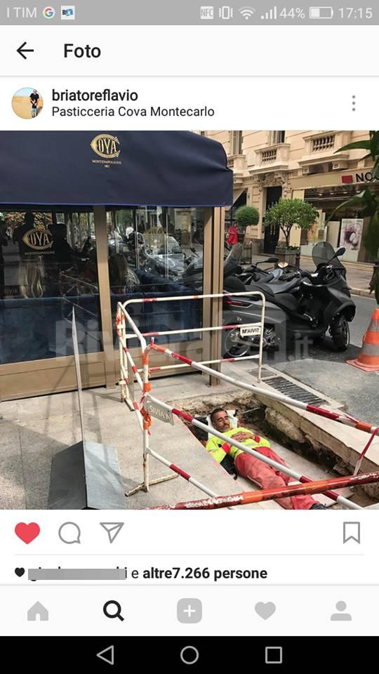 riviera24 - Operaio dorme in una buca del cantiere: succede a Montecarlo e il fotografo è Flavio Briatore