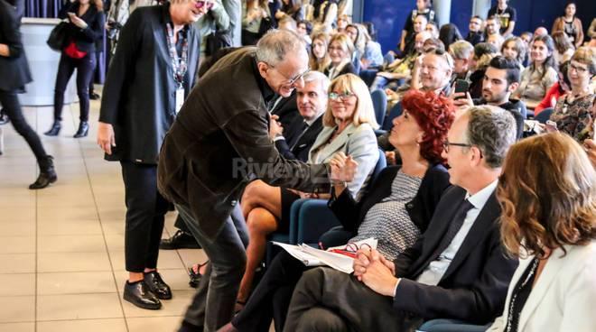 Riviera24-Valeria Fedeli e Roberto Vecchioni per il convegno sui cantautori nelle scuole al palafiori