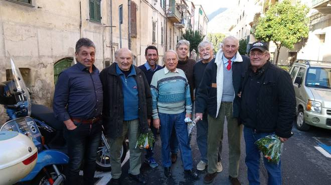riviera24 - Aldo Marello e i campioni di pallapugno