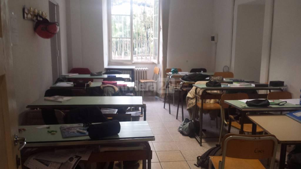 Riviera24-scuola lezione negli sgabuzzini pascoli
