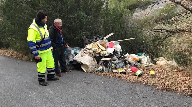 Discarica abusiva rifiuti a San Bartolomeo