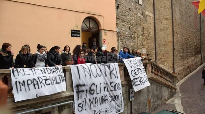 Manifestazione genitori scuola Cavour