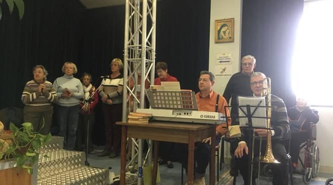 riviera24 - Coro dei volontari con Vitaliano Gallo