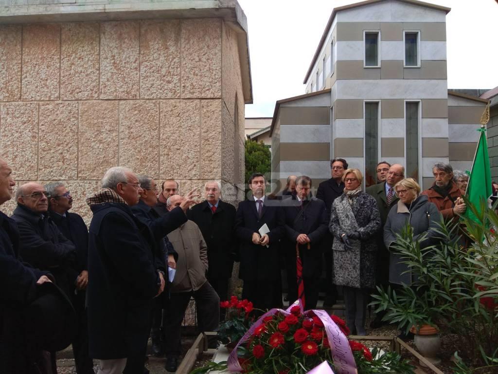 Riviera24 - Per i 100 anni di Natta visitano la  tomba i ministri Orlando e Pinotti