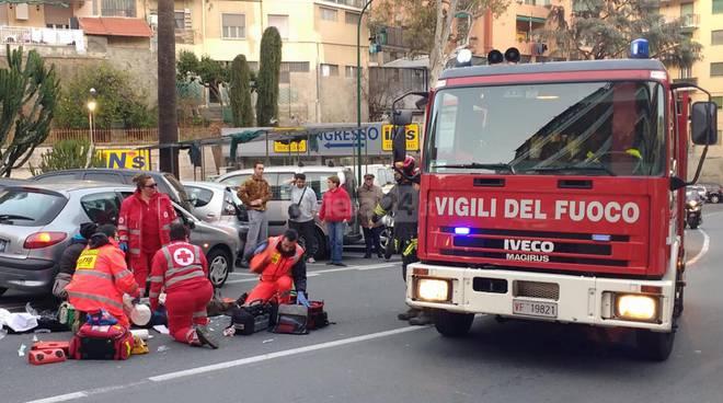 Scuolabus si schianta contro un edificio: decine di bambini feriti