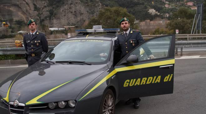 Droga: sequestrata una tonnellata di hashish, arrestato autista salernitano