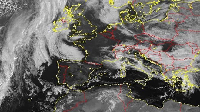 Marche, allerta meteo: da domenica a lunedì neve anche sulla fascia costiera