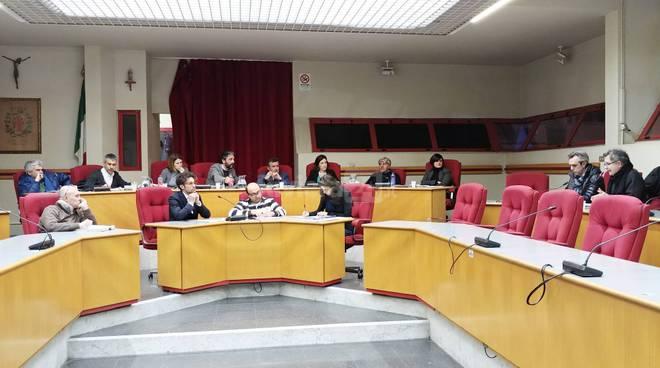 Riviera24-consiglio comunale di taggia mario conio laura cane