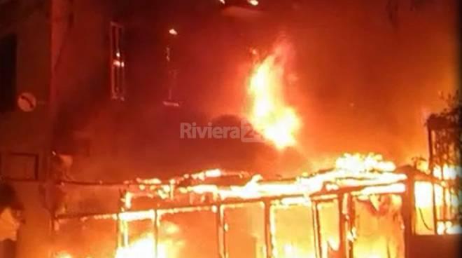 Riviera24 - incendio pizzeria pontedassio