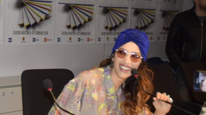 Sanremo 2018: Nina Zilli canta Senza appartenere con Sergio Cammariere