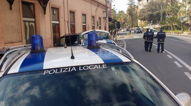 riviera24 - polizia locale municipale sanremo generica posto di blocco