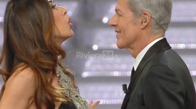 Virginia Raffaele a Sanremo 2018 con Baglioni scalda la platea