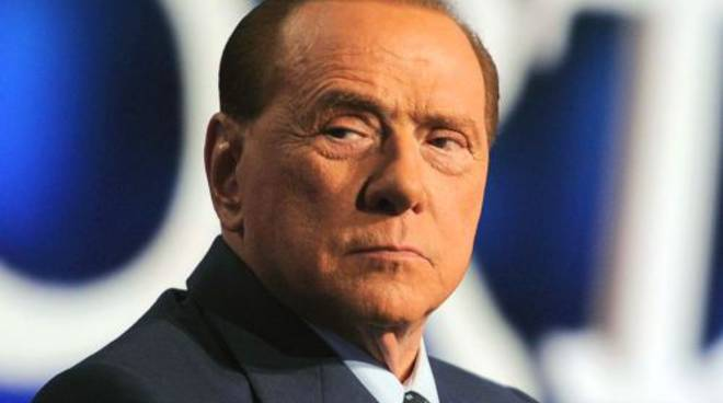 Berlusconi, fuga da Coronavirus: si rifugia a Nizza per
