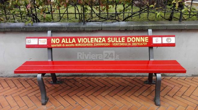 Riviera24 - Panchina rossa a  Bordighera