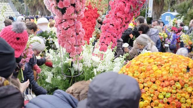 Sanremo in fiore 2018, assalto ai carri