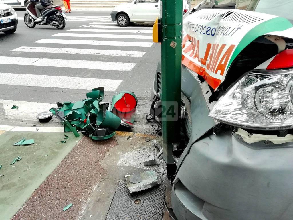 riviera24-Imperia incidente un'ambulanza: feriti i soccorritori della Croce d'Oro