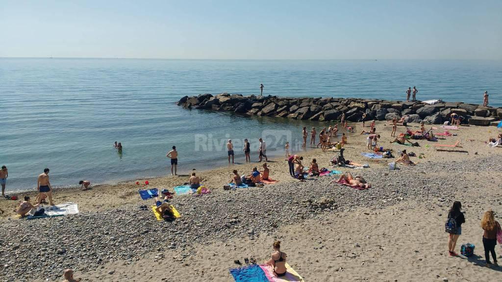 riviera24 - Sanremo, sole, caldo, turisti e tanti in spiaggia