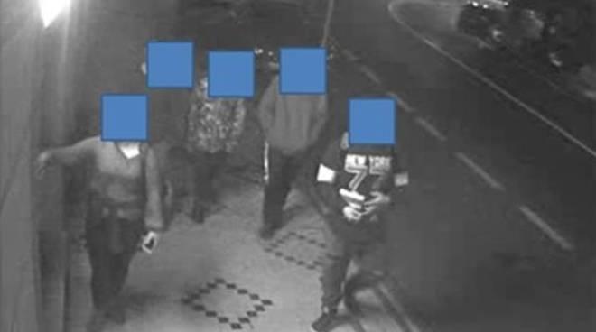 riviera24 - Gang di vandali minorenni smascherata dalla Digos