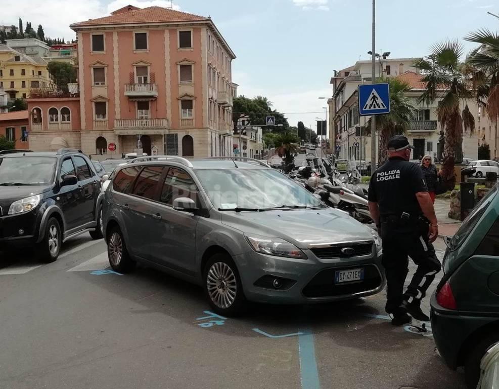 riviera24 - incidente piazza calvi imperia