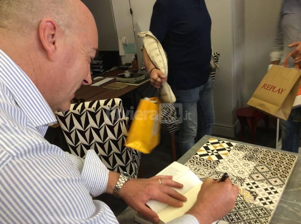 """riviera24 - Sanremo, presentato nell'atelier dell'architetto Tonelli il libro di Alberto Pezzini: """"L'ombra della colpa"""""""