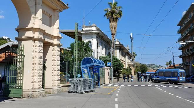riviera24 - Strada chiusa davanti al Comunale