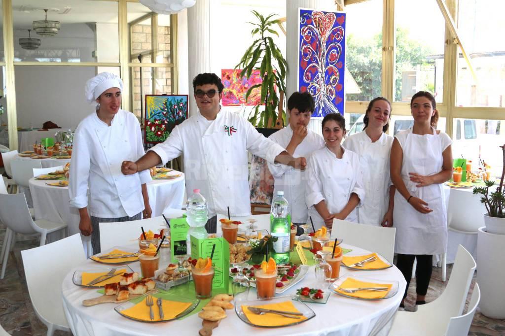 Chef e direttori di sala per un giorno, alla Balena Bianca il pranzo di fine corso dell'Aesseffe