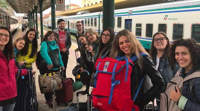 riviera24- studenti aiutano migranti