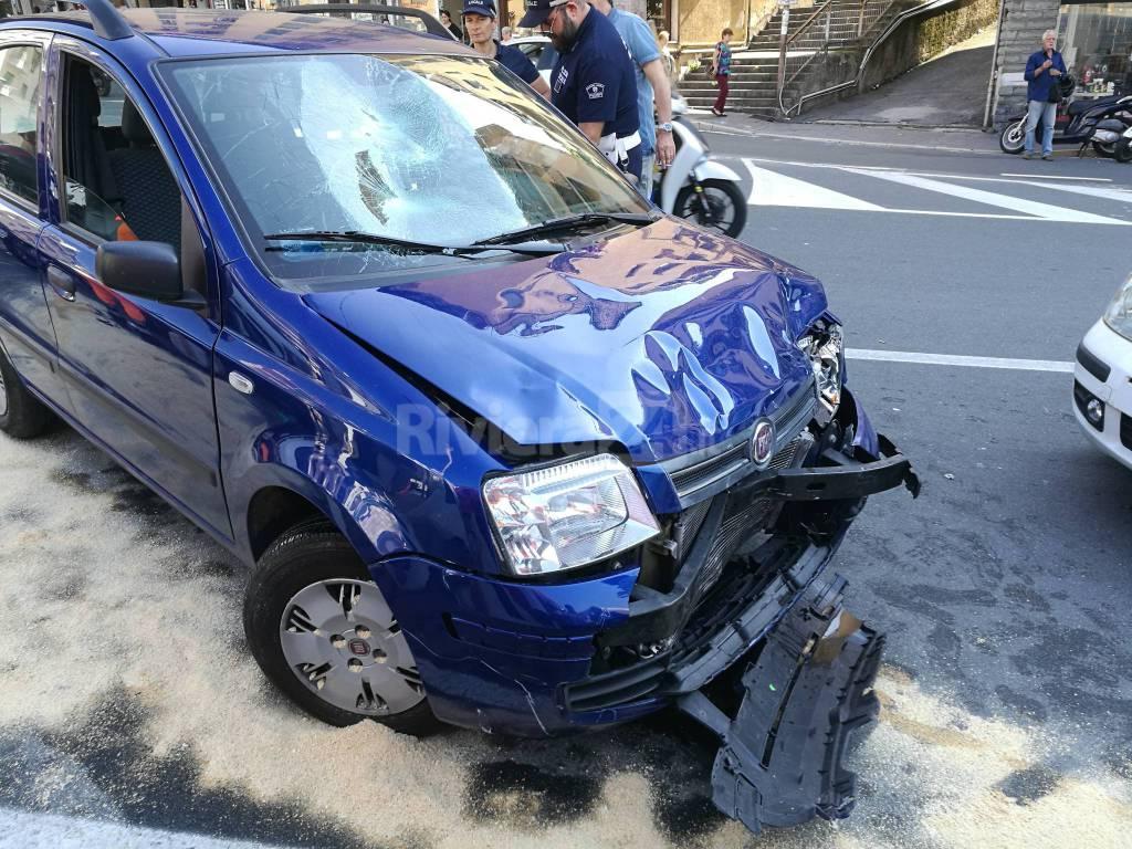Sanremo, scooter impattano contro automobile in via Martiri